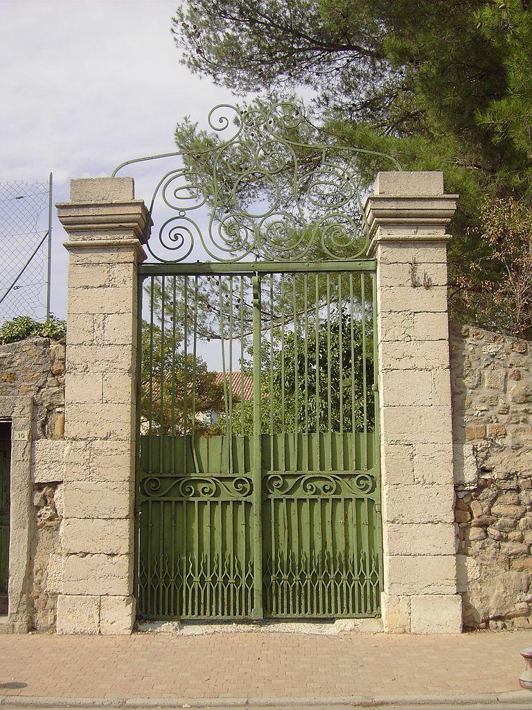 Read more about the article Les piliers de portail : ce que vous devez savoir pour leur installation