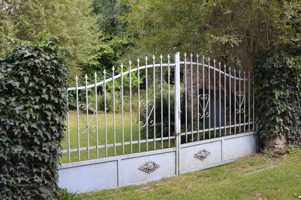 portail fer blanc