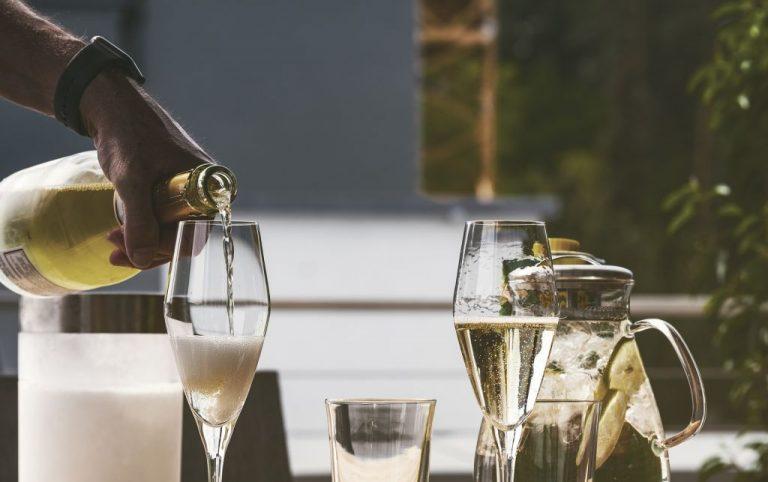 Read more about the article Apéritif au champagne: faites pétiller votre quotidien